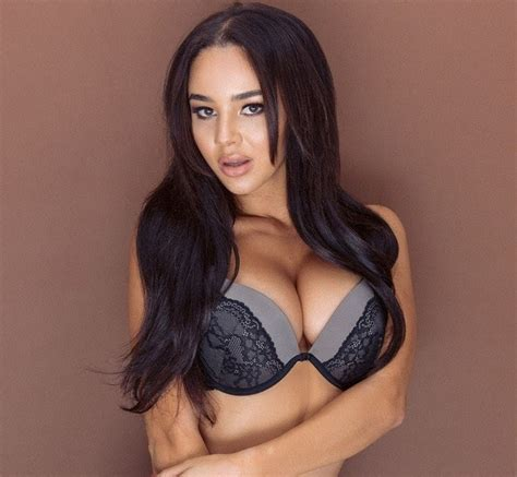 Courtnie Quinlan Sexy and Topless (5 Hot Photos)-cea